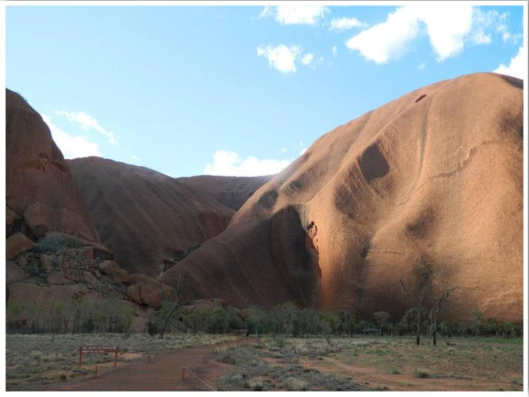 Uluru base walk. Things to do at Uluru