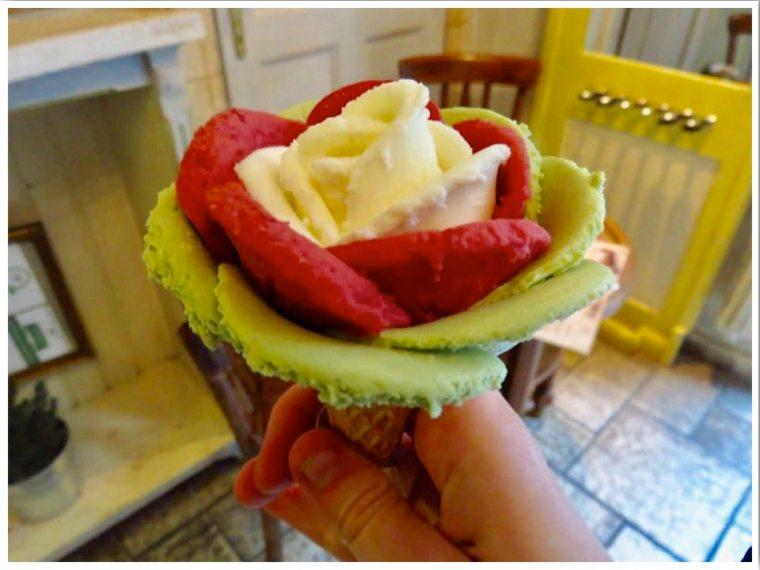 Gelarto Rosa - Rose shaped ice cream in Budapest