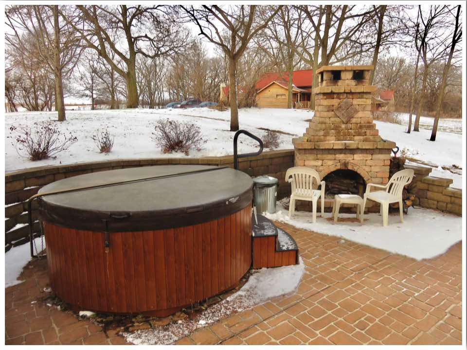 Iowa cabins with hot tub